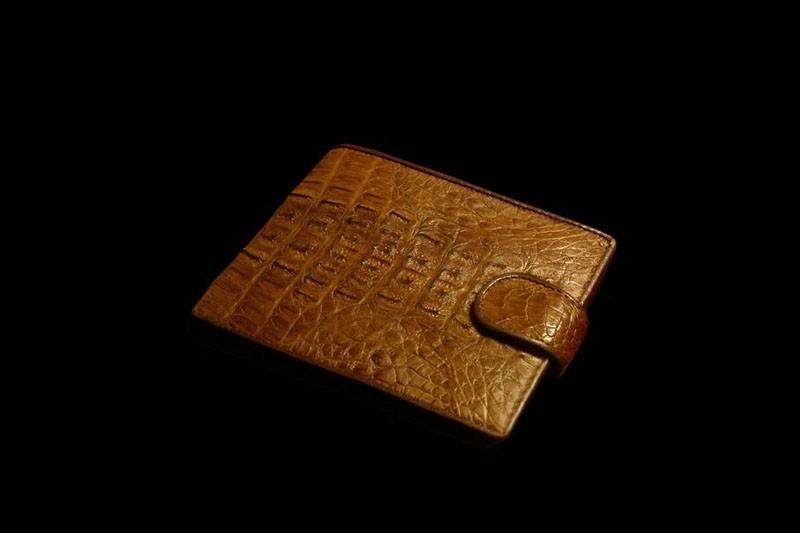 1e1b311cff7b Любые модели кошельков, мужские и женские кошельки из кожи крокодиловых.  Смотрите также каталог роскошных кошельков и портмоне ручной работы ...